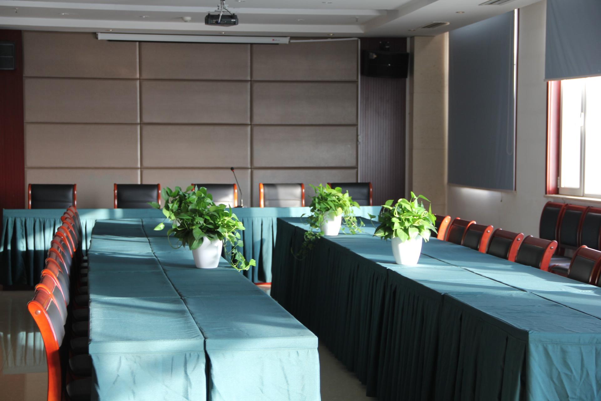 宽敞明亮的大会议室